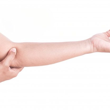 close-up-woman-s-hand-holding-her-elbow-isolated-on-white-background-elbow-pain-concept_30478-1294